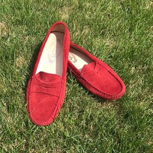 Tod's size 7 suede loafers-red
